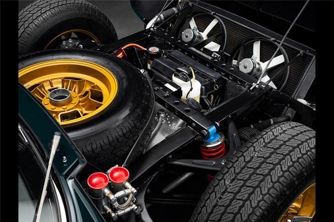 """Kết quả không khiến chủ nhận thất vọng – chiếc siêu xe Lamborghini Miura """"Millechiodi"""" ra đời. Trong tiếng Italia, Millechiodi có nghĩa là 1000 đinh ốc."""