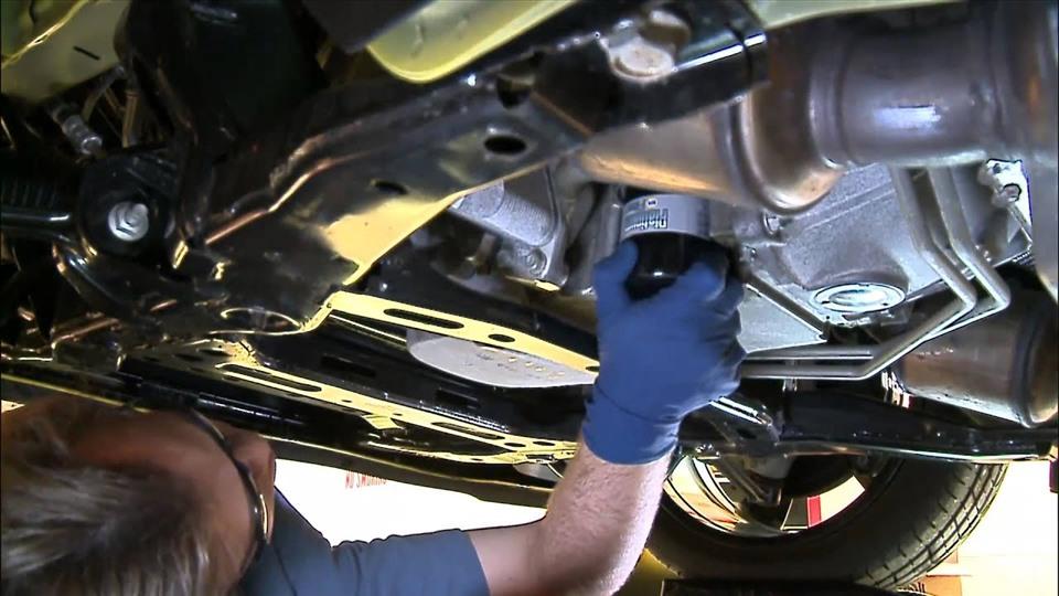 Tài xế có thể thay dầu nhớt động cơ tại nhà đúng chuẩn (Ảnh: VGT)