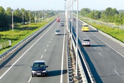 Tài xế hãy lưu lại các kinh nghiệm lái xe hữu ích trên đường cao tốc. (Ảnh: LĐO)