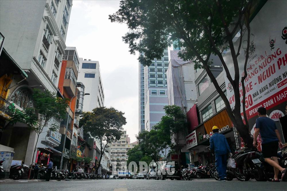 Giá đất cao nhất dẫn đầu danh sách thuộc về đường Đông Du (phường Bến Nghé) khi nhiều trang bất động sản trực tuyến niêm yết mức giá lên đến 1,1 tỉ đồng/m2.