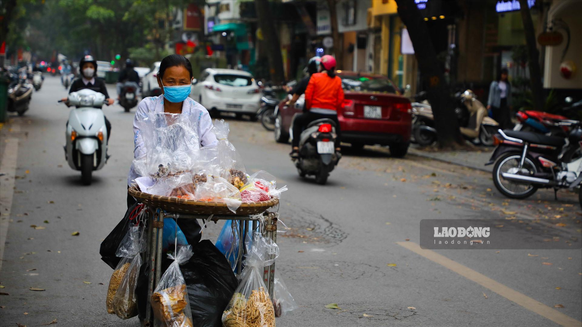 Theo bảng giá các loại đất trên địa bàn thành phố Hà Nội, áp dụng từ ngày 1.1.2020 đến 31.12.2024 thì quận Hoàn Kiếm có giá đất cao nhất là gần 188 triệu đồng/m2; giá đất thấp nhất thuộc quận Hà Đông, hơn 4,5 triệu đồng/m2.