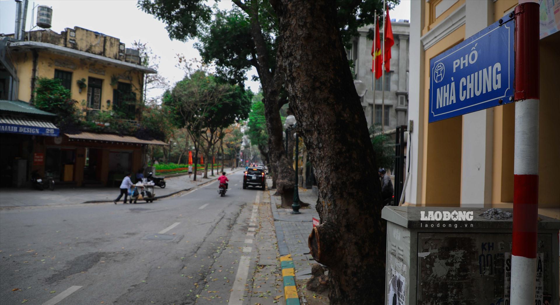 Tuy nhiên, theo khảo sát thực tế và thông tin trên 1 số trang tin bất động sản, giá đất tại nhiều tuyến phố nội thành Hà Nội cao gấp nhiều lần so với mức niêm yết của UBND. Dẫn đầu danh sách những tuyến phố đắt nhất thuộc đang là phố Nhà Chung (970 triệu/m2).