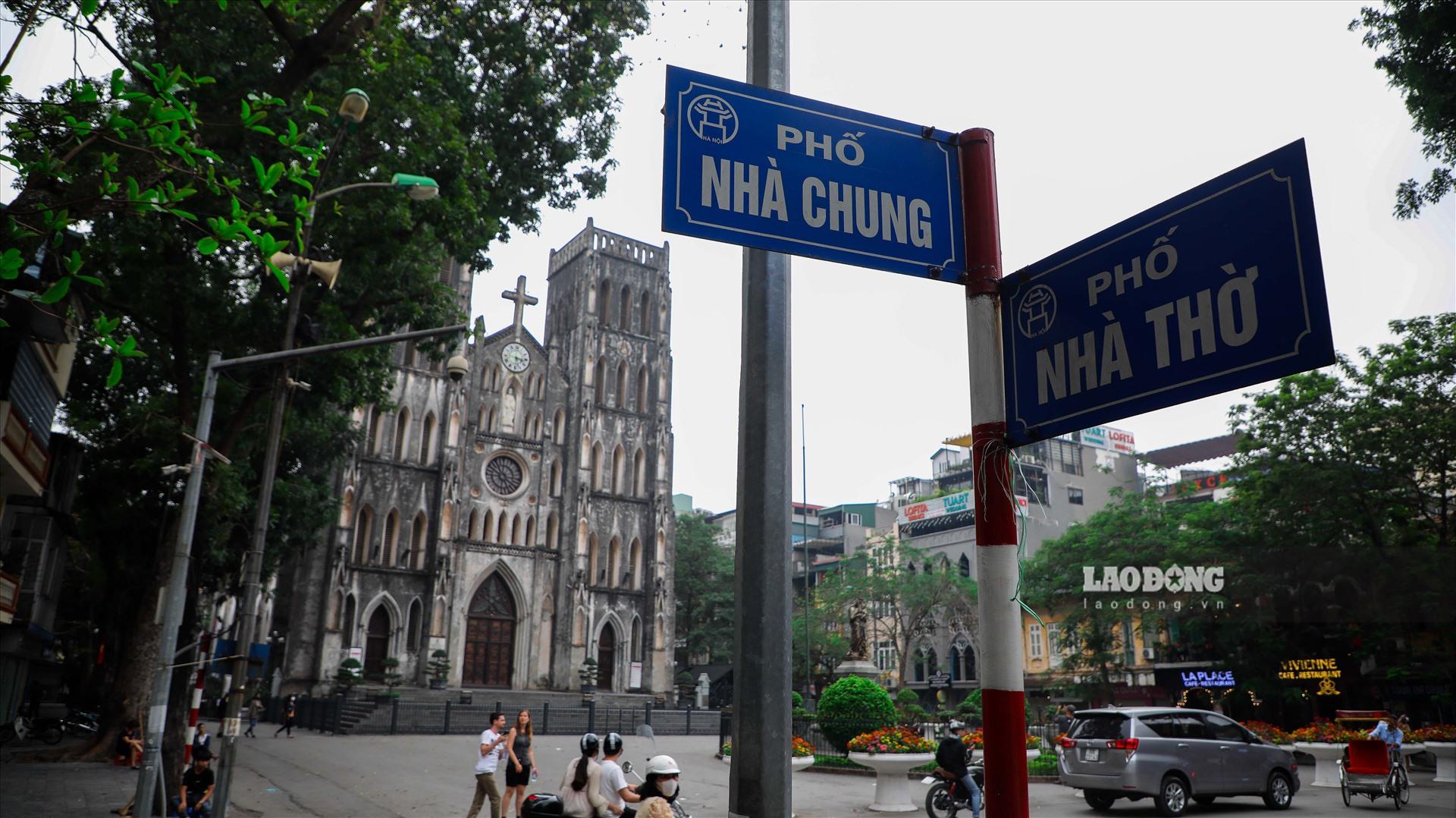 Người dân địa phương cho biết, giá đất đắt nhất ở khu vực giao giữa phố Nhà Chung và phố Nhà Thờ.