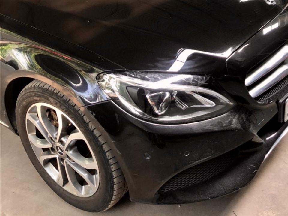 Lốp xe đã bị mòn gai và độ sâu của rãnh lốp giảm cho thấy xe đã di chuyển nhiều. Ảnh: Khánh Linh.