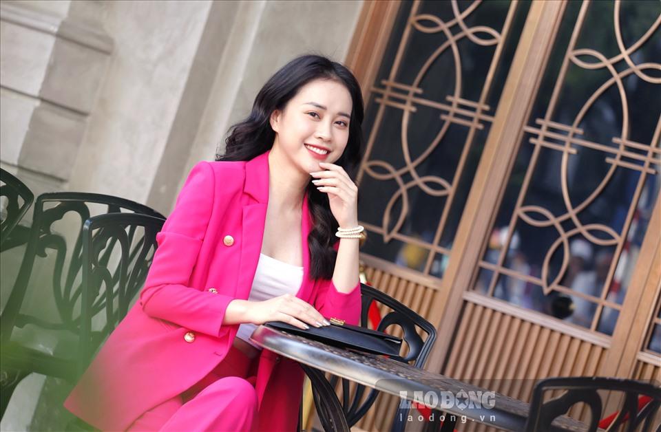 Tuy nhiên, trao đổi với Lao Động, Mai Phương cho biết những hình ảnh đăng tải trên Fanpage Hoa hậu Việt Nam không phải do cô trực tiếp gửi và ban đầu bản thân cô cũng không có ý định dự thi. Ảnh: Hoài Sơn.