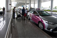 Sân bay Nội Bài khuyến cáo về nạn taxi dù rình rập lừa đảo hành khách
