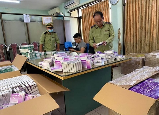 Thu giữ hơn 130.000 hộp thuốc thận, huyết áp, kháng sinh, dạ dày trôi nổi