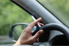 Tuyệt đối không nên hút thuốc lá trong ô tô cả khi mở cửa