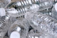 Đồ nhựa dùng một lần: Bị 'cấm cửa' tại nhiều nước, Việt Nam vẫn bày bán tràn lan