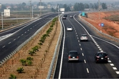 Bí quyét tránh sai lầm khi chuyển làn trên cao tốc
