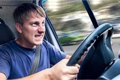 10 thói quen 'phá' xe ô tô nhanh không tưởng tài xế nào cũng mắc phải