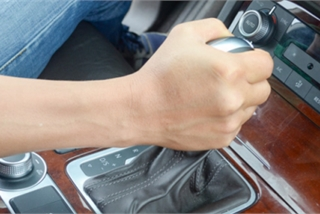 Tàn phá hộp số, tính mạng bị đe dọa nếu phạm sai lầm khi lái ô tô với tốc độ cao