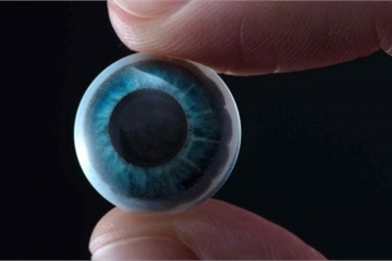 Kính áp tròng thông minh có khả năng hiển thị dữ liệu như trong phim viễn tưởng