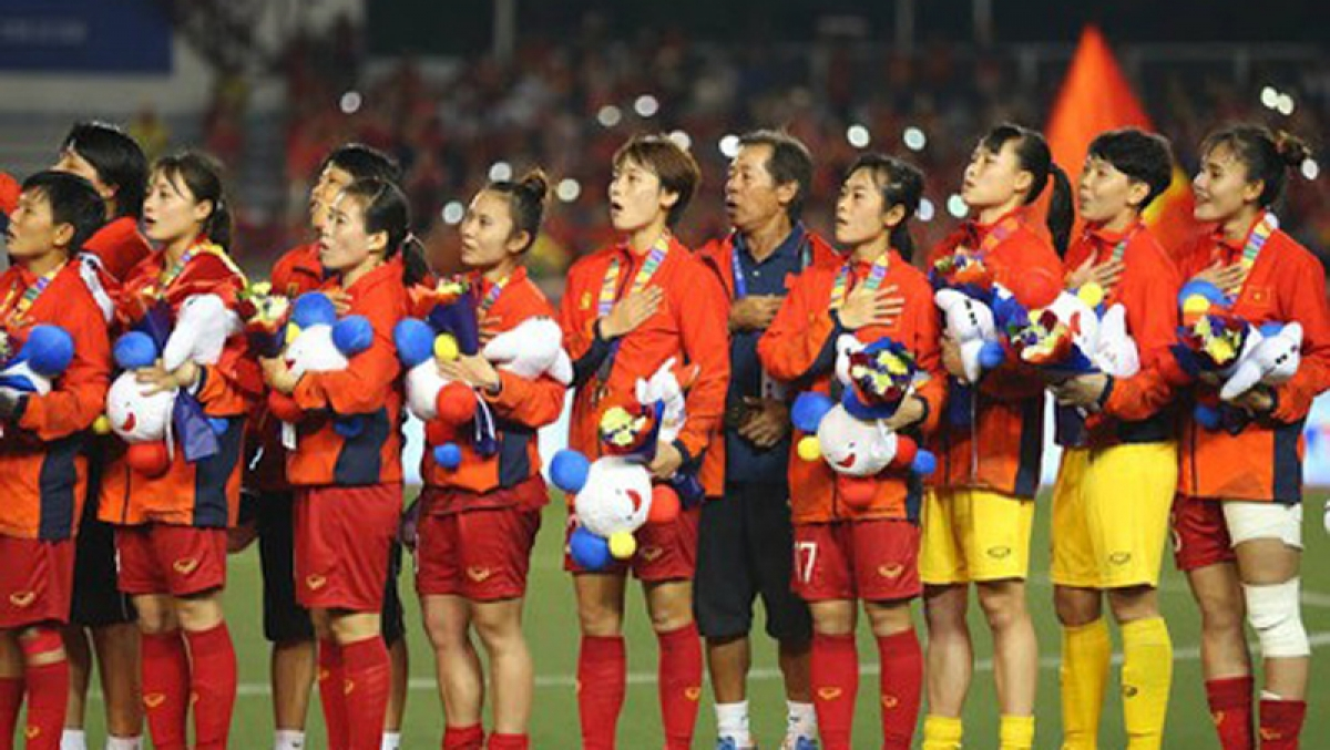 The Vietnamese women's football team sing national anthem at the 31st Southeast Asian (SEA) Games 2019 held in the Philippines.