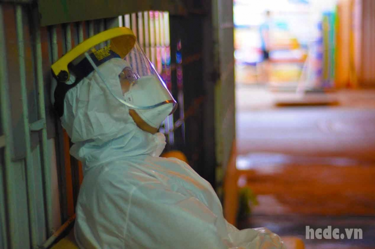 A healthcare worker taking a short nap between shifts. (Photo: HCDC)