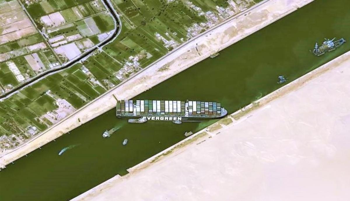 Vũ khí mạng có thể dễ dàng gây ra hậu quả tương tự vụ tắc kênh đào Suez mới đây; Nguồn: topwar.ru