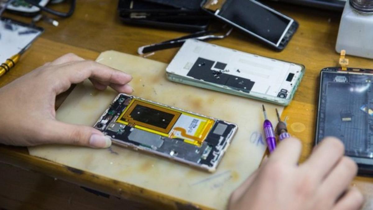Việc sửa chữa iPhone ở bên ngoài có thể sẽ dễ dàng hơn nhờ quy định mới của FTC.