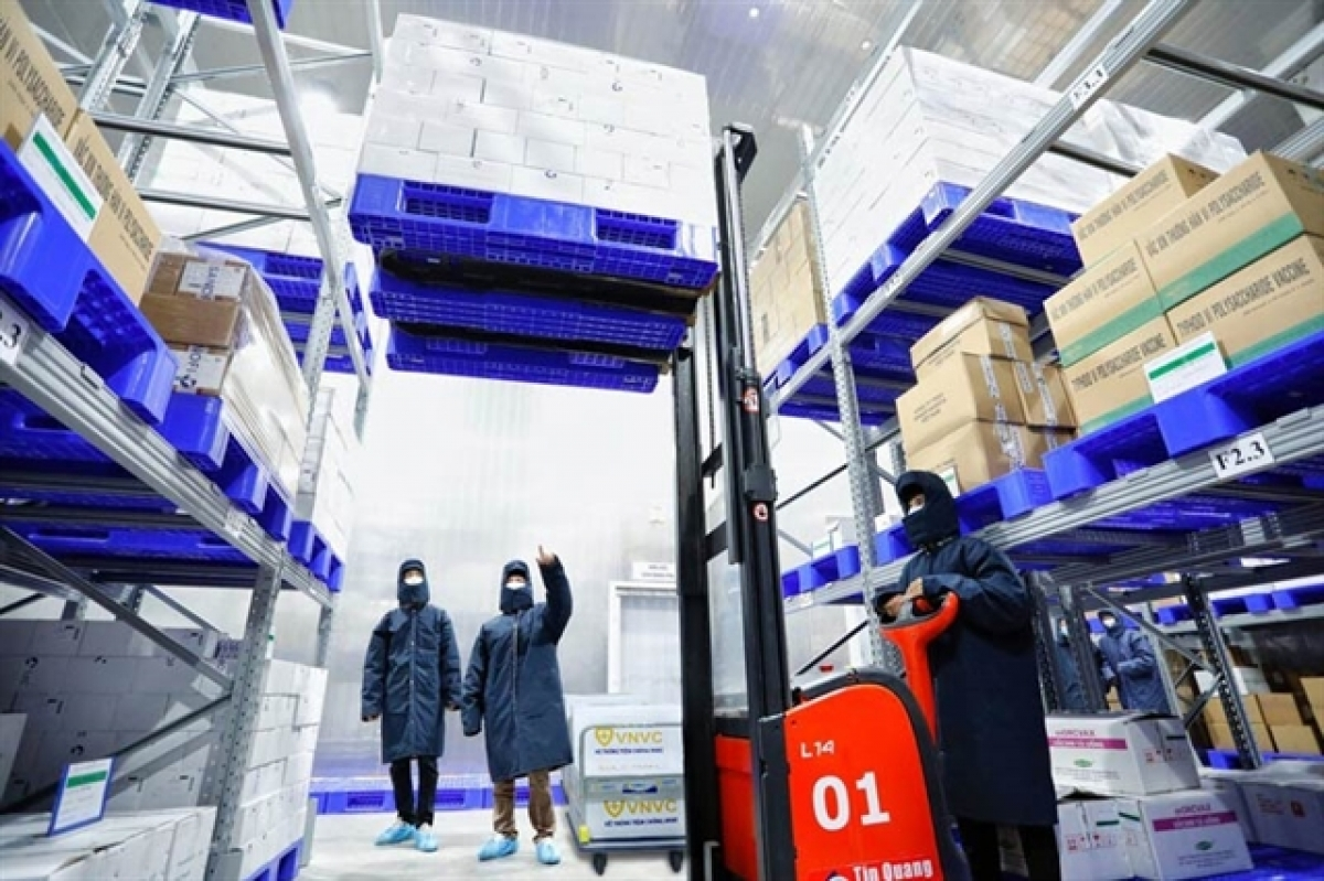 Vaccines are transported to Vietnam Vaccine Joint Stock Company - run cold storage facilities before delivered to localities. (Photo: VNVC)