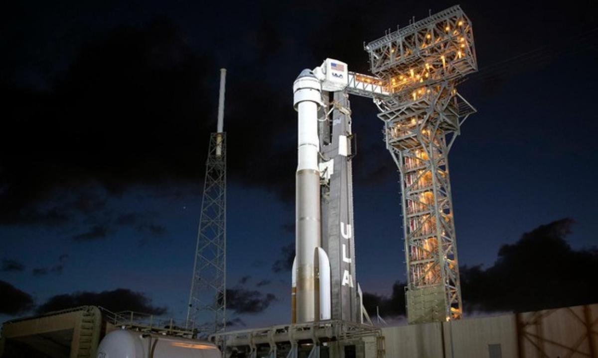 Tàu Starliner và tên lửa đẩy Atlas V đã sẵn sàng trên bệ phóng nhưng buộc phải dời ngày khởi hành vì lỗi kỹ thuật.