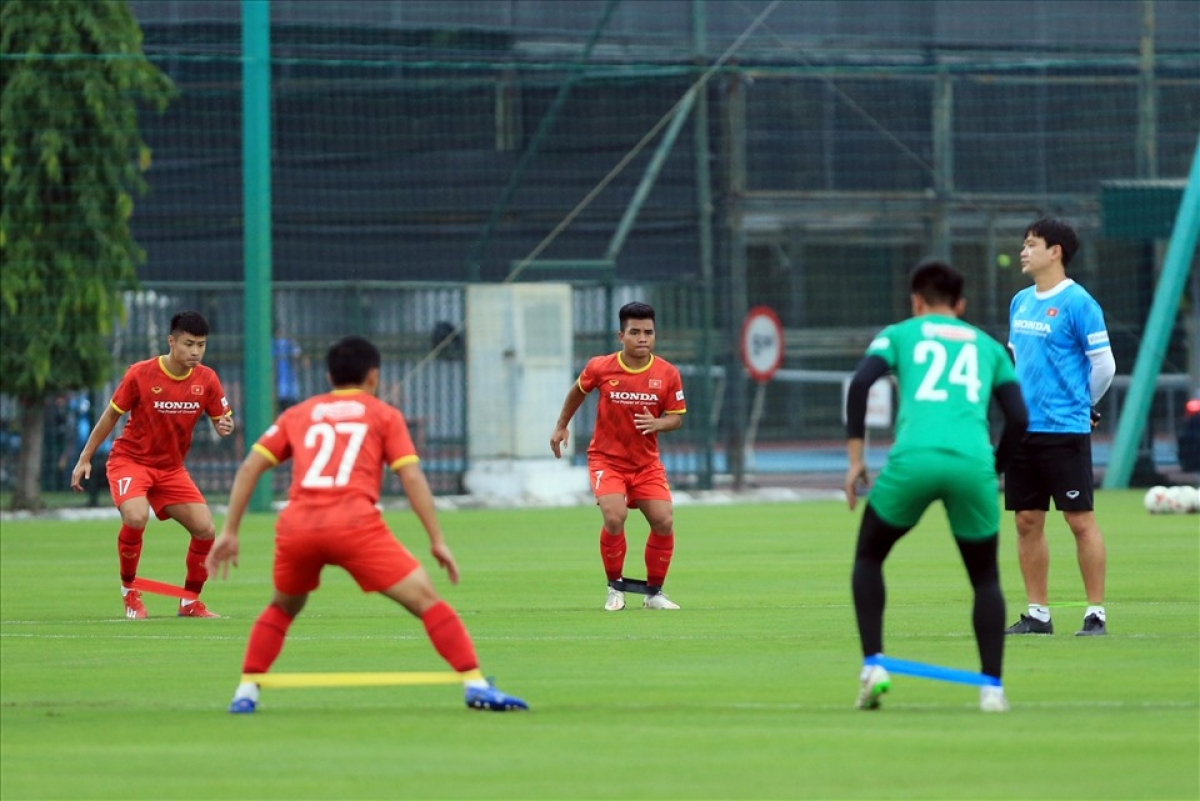 Vietnamese players coached by Park Hang-seo of the Republic of Korea are training hard in Hanoi to prepare for 2022 AFC U23 Asian Cup qualifiers. (Photo: VFF)