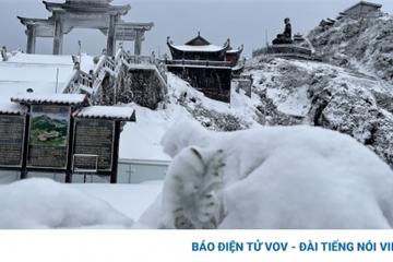 Vì sao xảyra mưa tuyết trên đỉnh Fansipan ngày cận Tết?