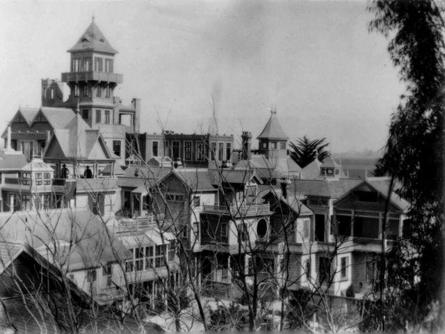 Bất động sản - Rùng rợn căn biệt thự 'gọi hồn ma ám' của 'góa phụ điên' nổi tiếng nhất nước Mỹ (Hình 2).