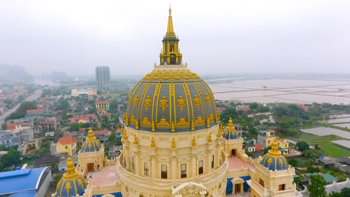 Bất động sản - Chiêm ngưỡng lâu đài mạ vàng gây choáng của đại gia Ninh Bình (Hình 5).