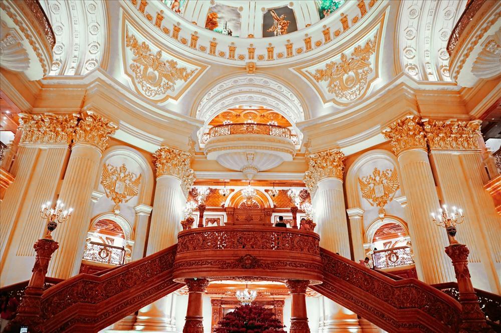 Bất động sản - Chiêm ngưỡng lâu đài mạ vàng gây choáng của đại gia Ninh Bình (Hình 7).