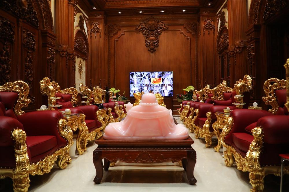 Bất động sản - Chiêm ngưỡng lâu đài mạ vàng gây choáng của đại gia Ninh Bình (Hình 9).