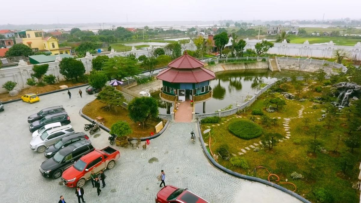 Bất động sản - Chiêm ngưỡng lâu đài mạ vàng gây choáng của đại gia Ninh Bình (Hình 4).