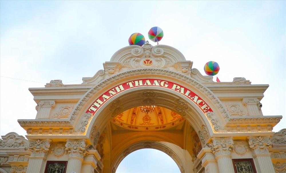 Bất động sản - Chiêm ngưỡng lâu đài mạ vàng gây choáng của đại gia Ninh Bình (Hình 3).