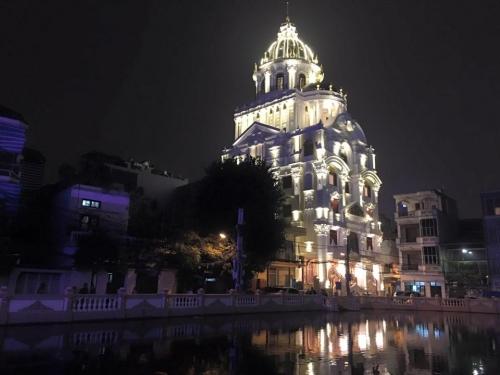Bất động sản - Có gì bên trong lâu đài gà vàng nổi bật giữa Thủ đô của đại gia Thanh 'sắt'?