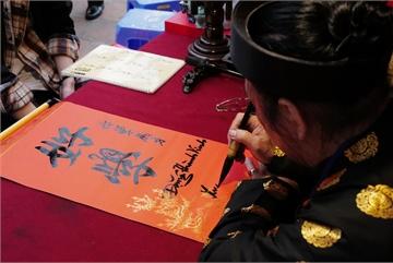Hanoians enjoy meaningful cultural activities on Tet