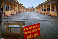 How is life in quarantine center in Vietnam border town?
