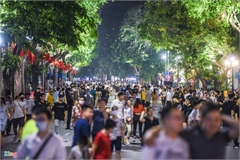 Hanoi walking street bustling again after weekend reopening