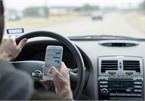 Using mobile phone when driving may be strictly banned
