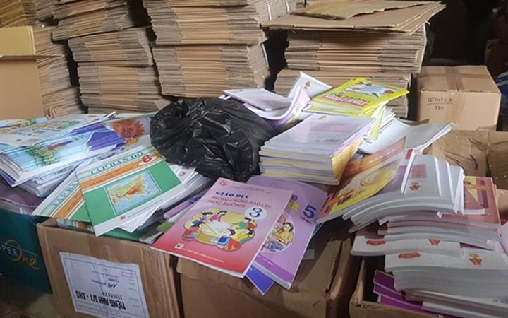 Phát hiện lượng lớn sách giáo dục có dấu hiệu bị làm giả tại Hà Nội -0
