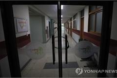 Hàn Quốc lùi năm học mới thêm hai tuần