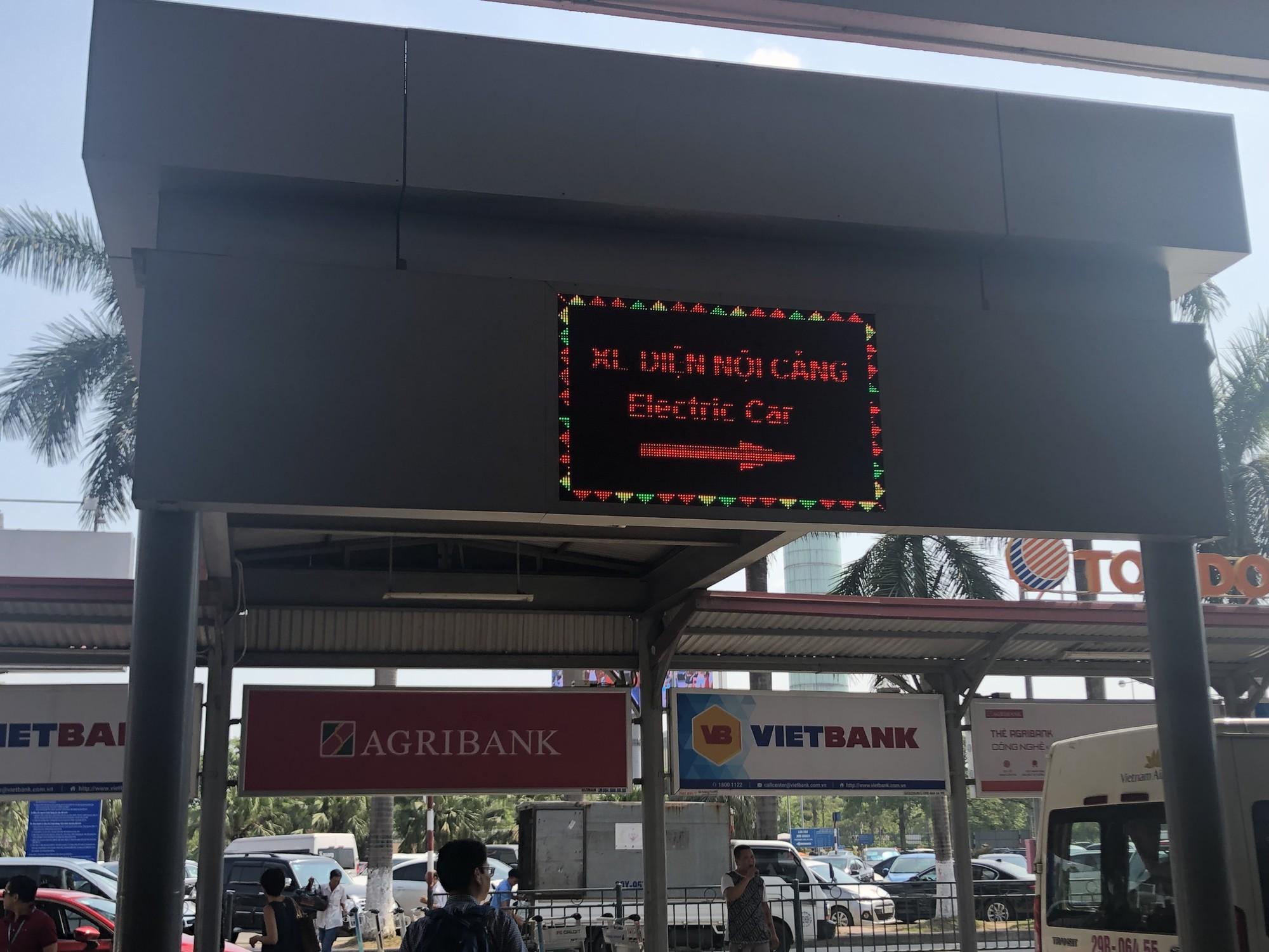 Để không tự biến mình thành gà quay cho taxi dù sân bay Nội Bài - Ảnh 5.