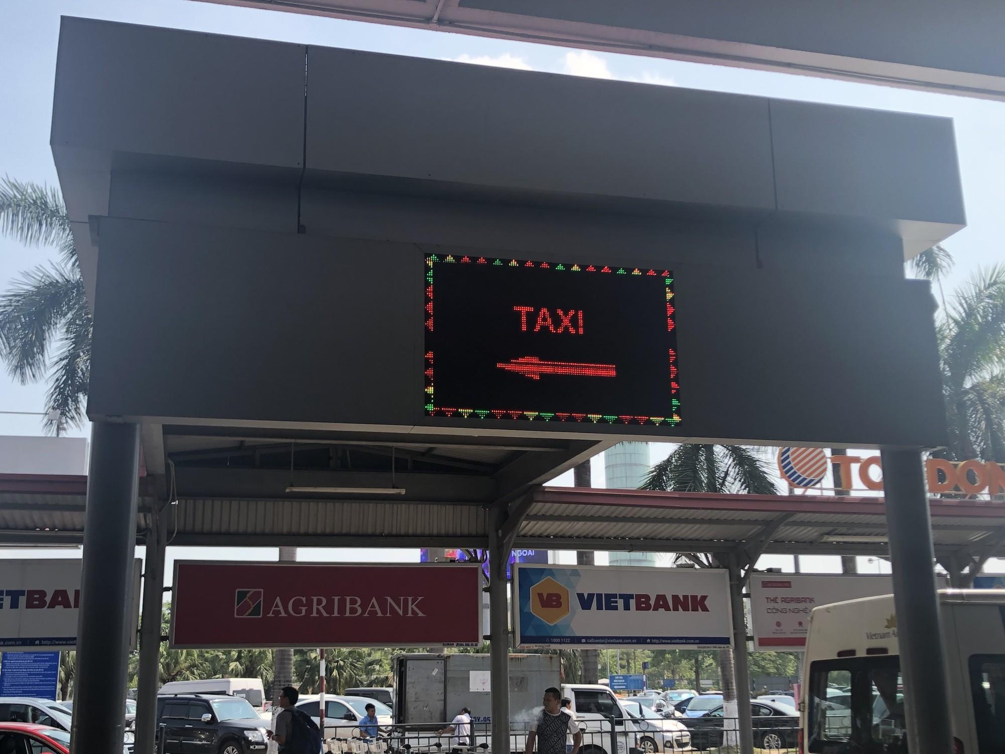 Để không tự biến mình thành gà quay cho taxi dù sân bay Nội Bài - Ảnh 6.
