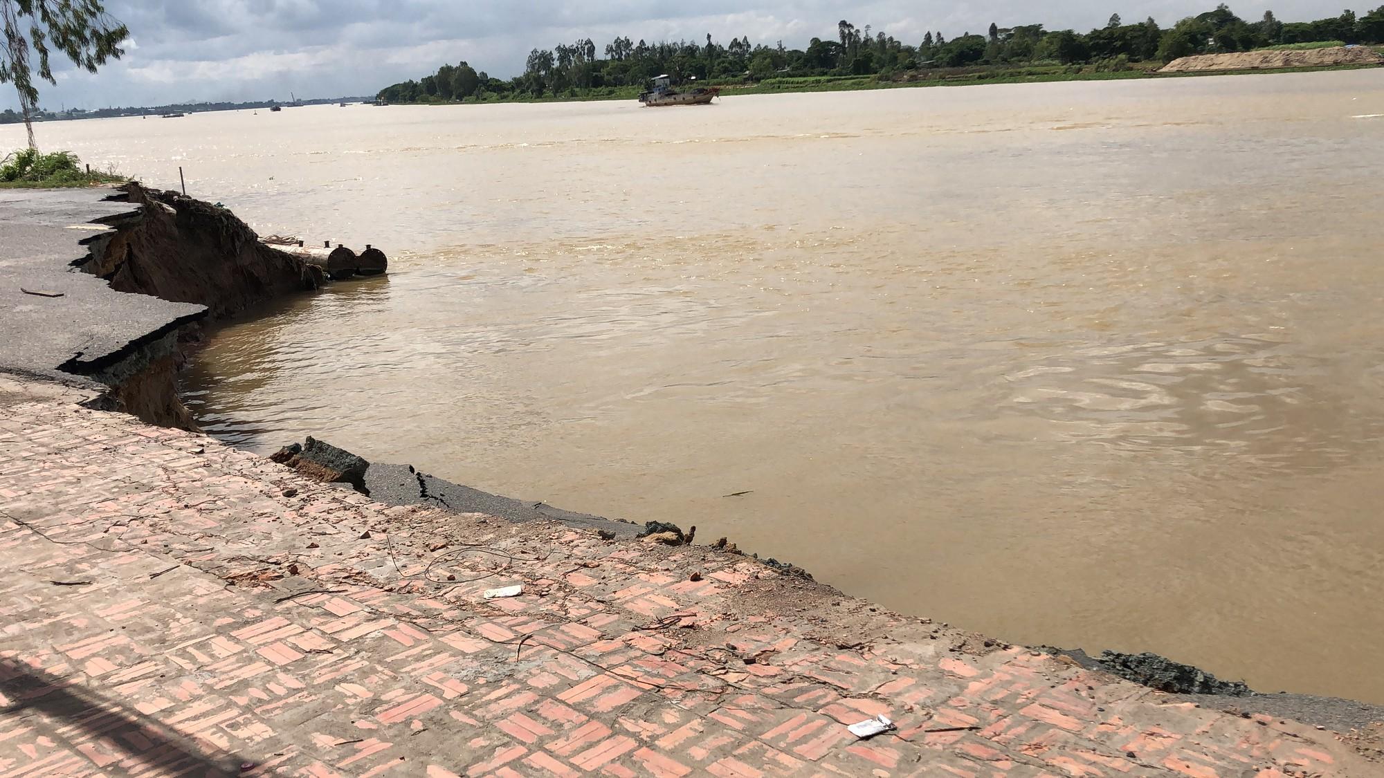 Flycam: Rùng mình với cảnh Quốc lộ 91 ở An Giang bị nuốt chửng - Ảnh 7.