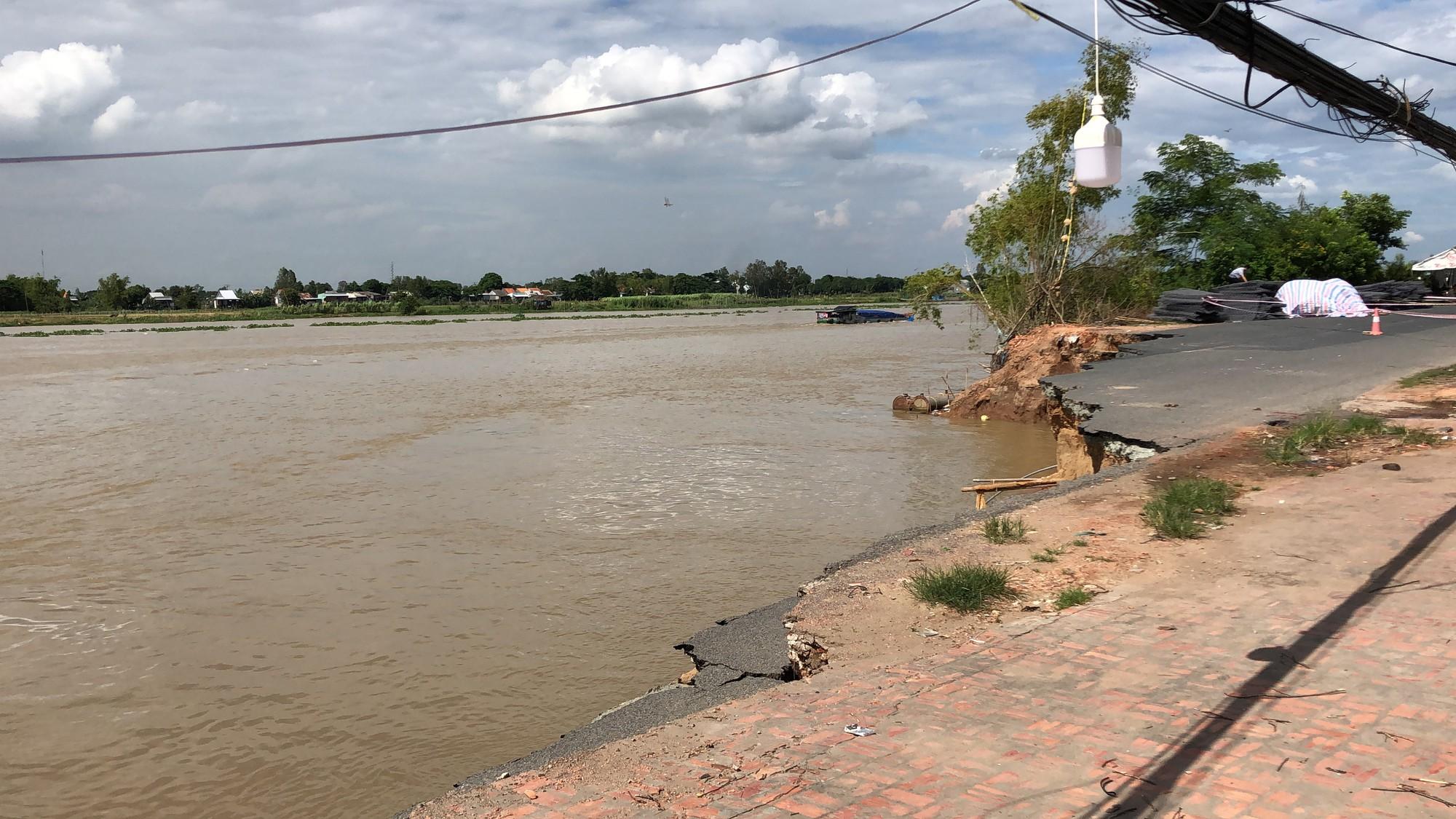 Flycam: Rùng mình với cảnh Quốc lộ 91 ở An Giang bị nuốt chửng - Ảnh 6.