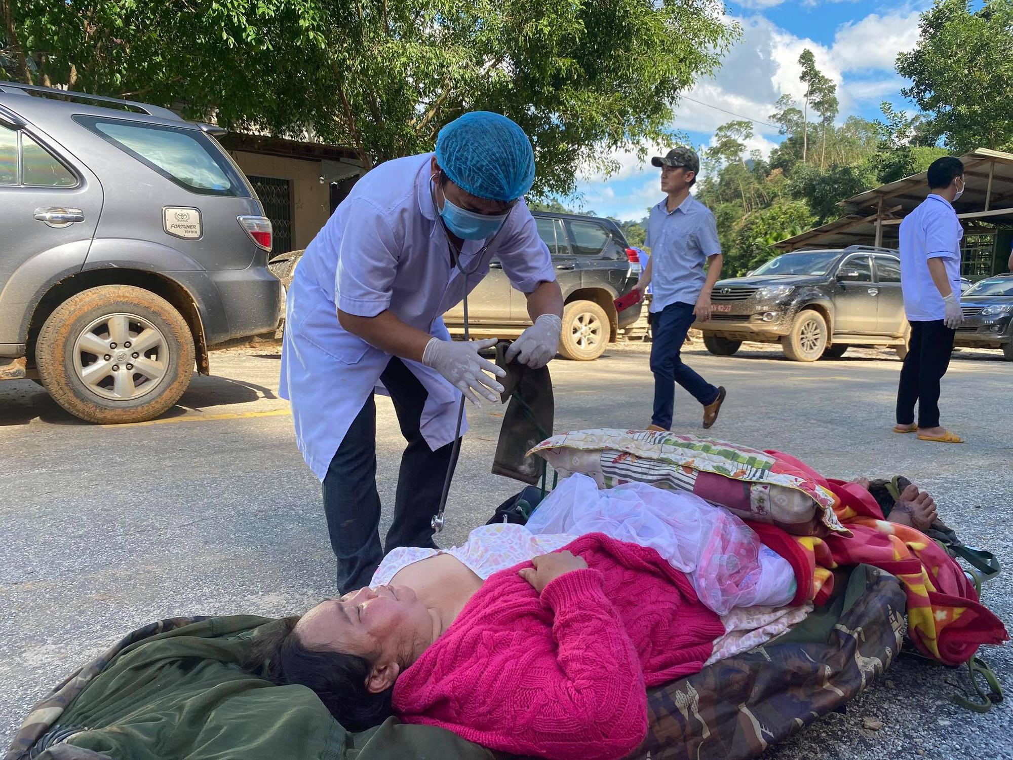 Vụ sạt lở núi vùi lấp ở xã Trà Leng: Cứu sống được 33 người - Ảnh 13.