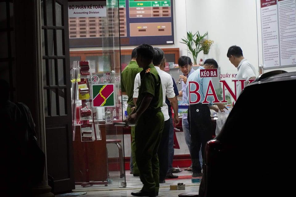 Truy bắt kẻ bịt mặt, cầm hung khí xông vào ngân hàng ở Đồng Nai hô to lựu đạn đây - Ảnh 4.