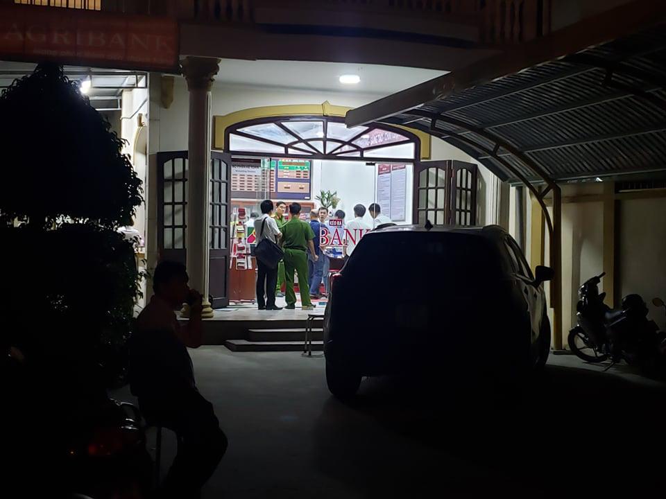 Truy bắt kẻ bịt mặt, cầm hung khí xông vào ngân hàng ở Đồng Nai hô to lựu đạn đây - Ảnh 6.