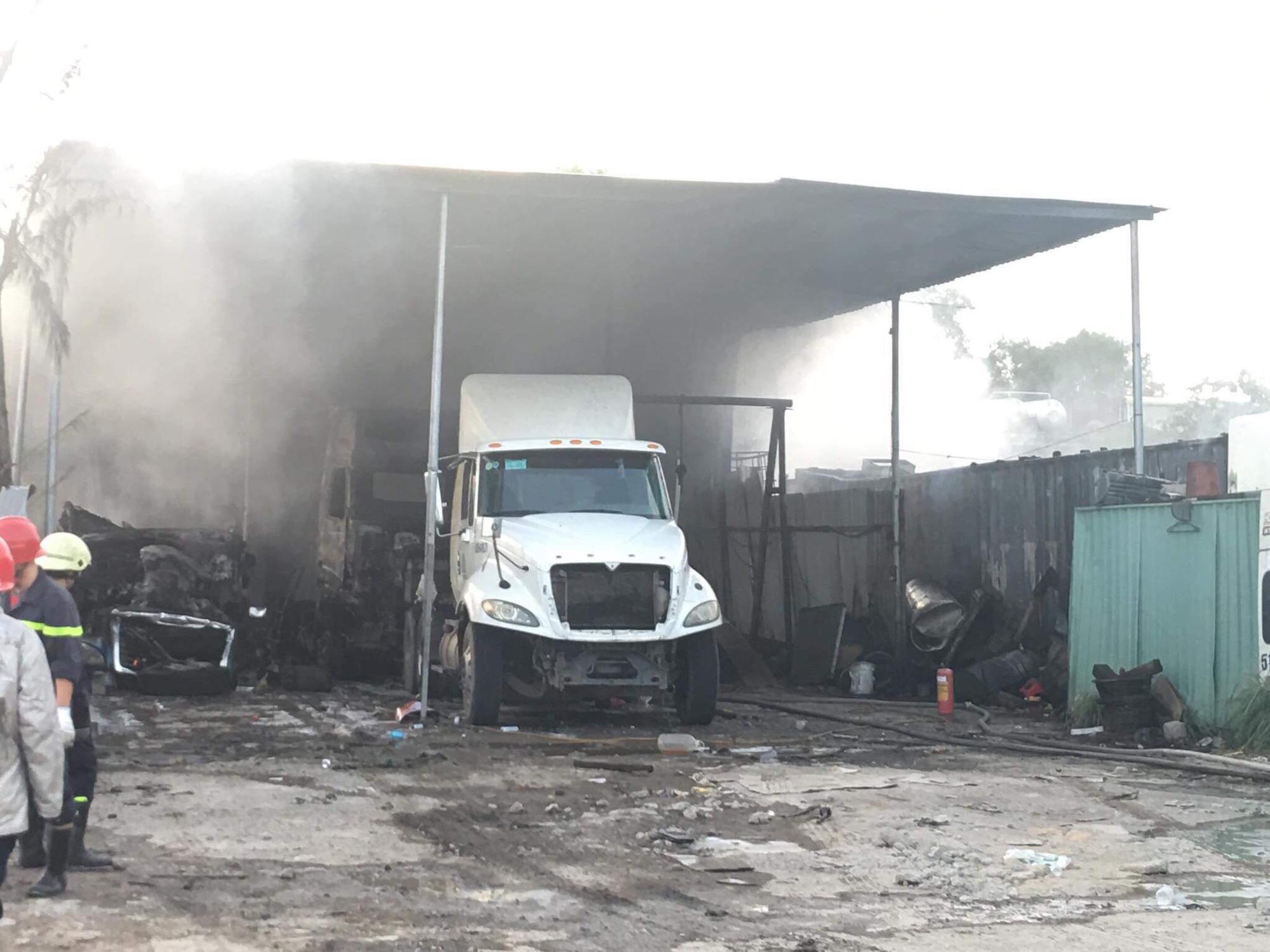 Điều tra vụ hàng loạt ôtô cháy trơ khung ở quận 9, TP HCM - Ảnh 2.