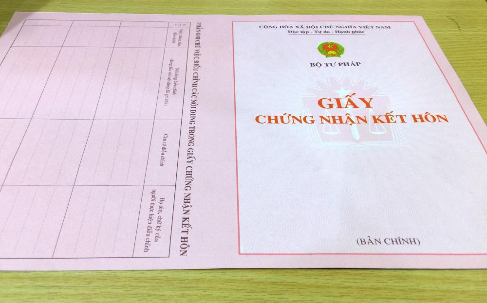 Thực hư giấy xác nhận độc thân phải ghi tên người dự định cưới - Ảnh 1.