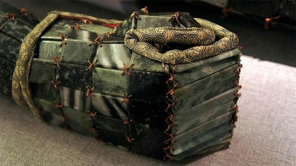 Kho báu thần chết: Hàng loạt hài cốt phủ đầy ngọc quý trong mộ cổ - Ảnh 2.