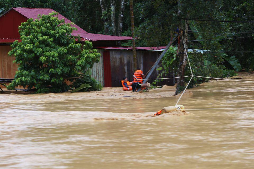 Hơn 30 người thương vong do bão số 5 - Ảnh 2.