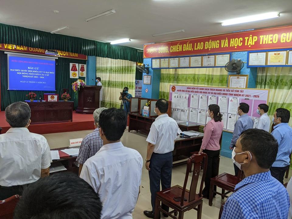 CLIP: Đi bầu cử sớm tại Bệnh viện dã chiến ở tâm dịch Bắc Ninh sáng nay 22-5 - Ảnh 3.
